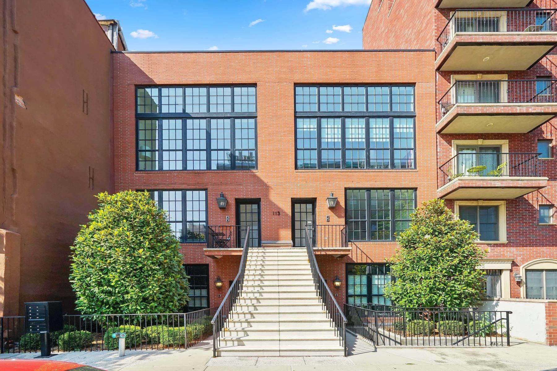 Condominiums for Sale at 113 Kane Street 2A Brooklyn, New York 11231 United States