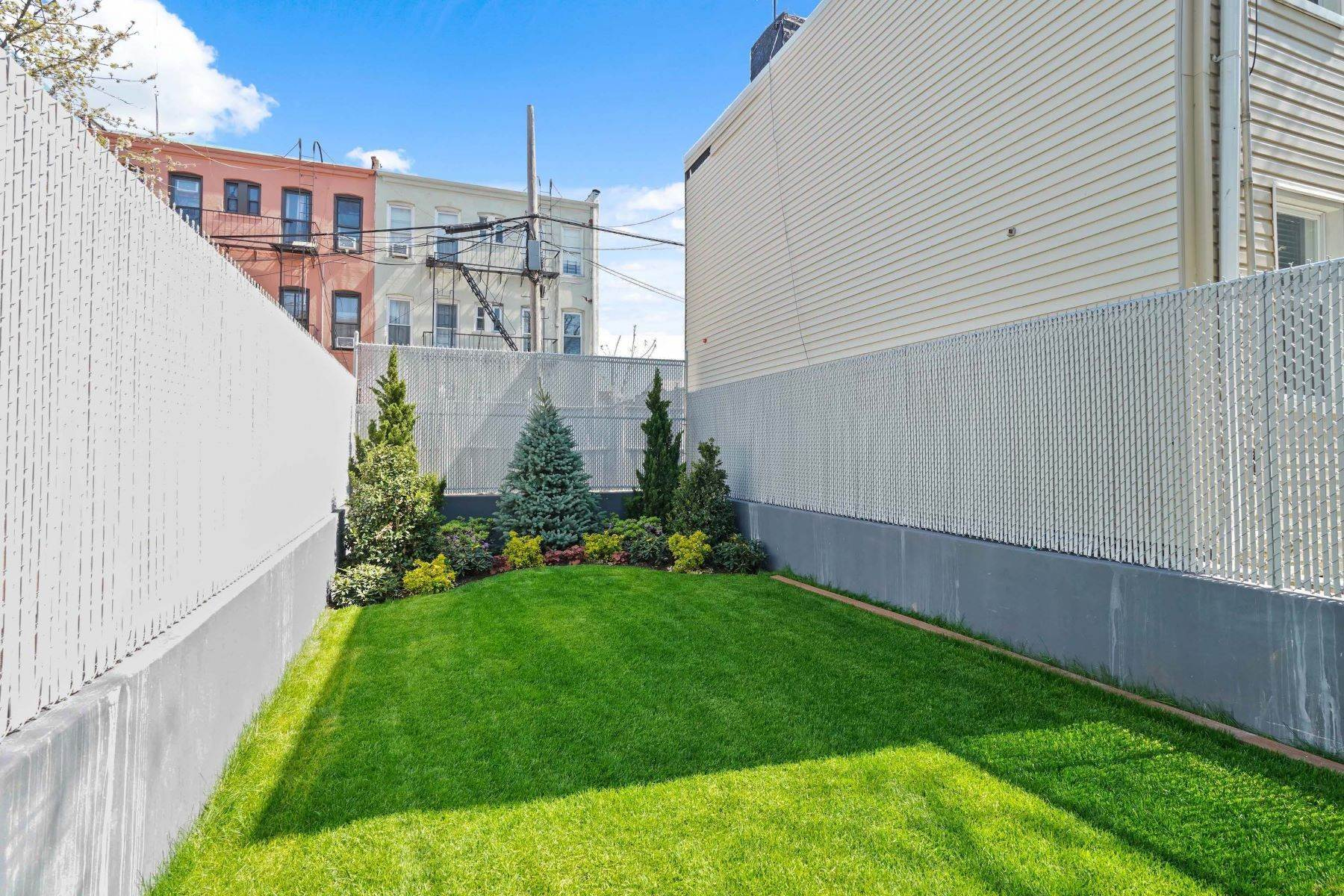 22. Condominiums for Sale at Linden Street Condominiums 400 Linden Street #Garden 400 Linden Street #Garden Brooklyn, New York 11237 United States