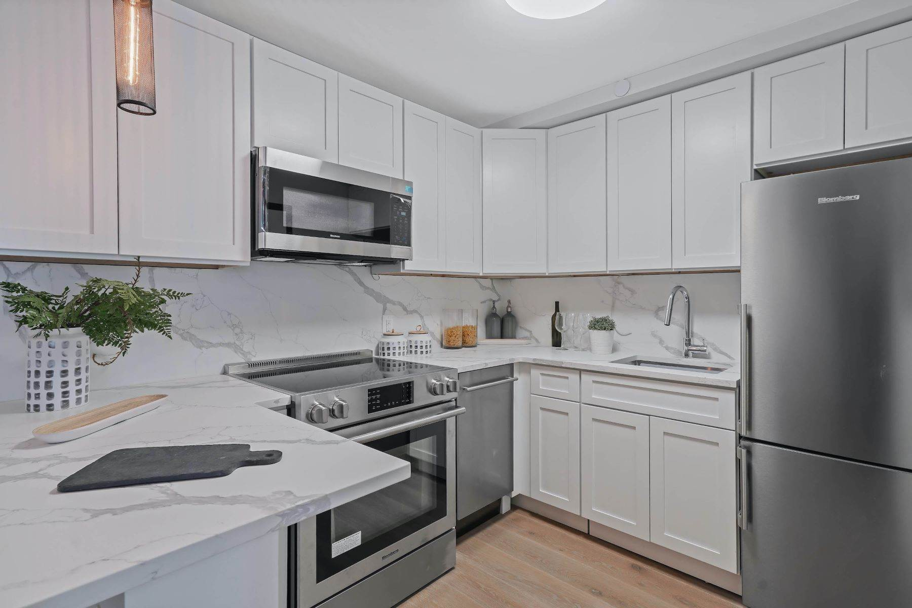 9. Condominiums for Sale at Linden Street Condominiums 400 Linden Street #Garden 400 Linden Street #Garden Brooklyn, New York 11237 United States