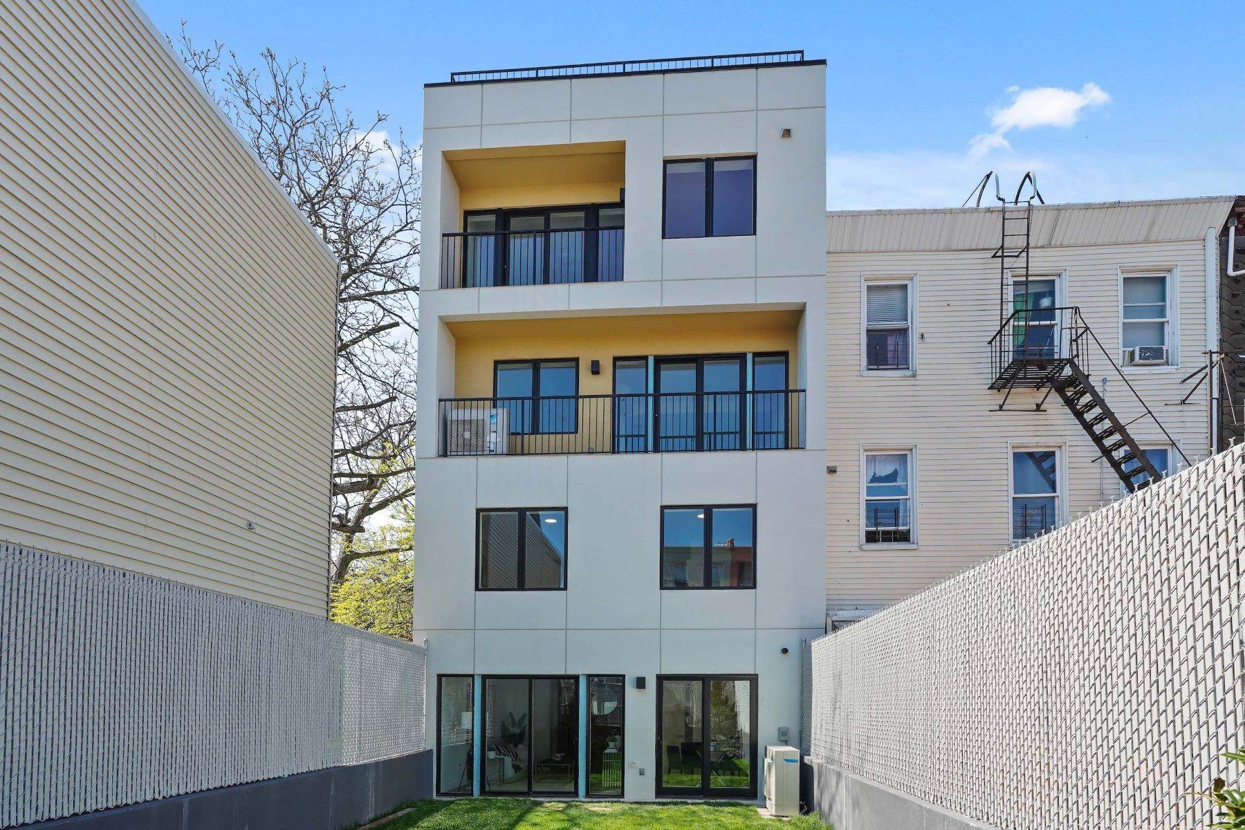 21. Condominiums for Sale at Linden Street Condominiums 400 Linden Street #Garden 400 Linden Street #Garden Brooklyn, New York 11237 United States